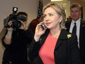 Hillary-clinton-on-phone