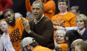 Obama_NCAA_Princeton_Green_Bay_Basketball.JPEG-01f25_c0-344-5164-3354_s561x327